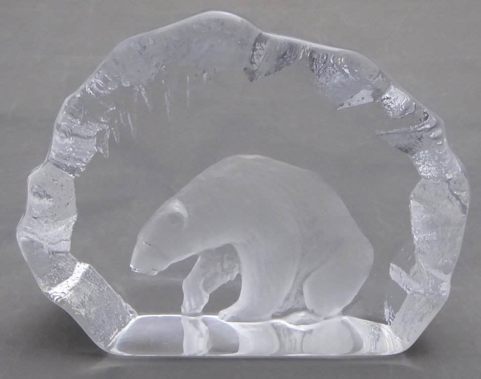 MATS JONASSON GLASS SCULPTURE