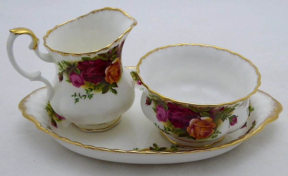 ROYAL ALBERT OLD COUNTRY ROSES SUGARPOT AND MILKJUG ON PLATE