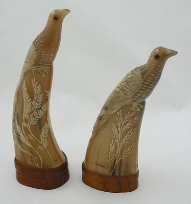 CARVED HORN 2 SCULPTURES BIRDS