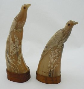 CARVED HORN 2 SCULPTURES BIRDS